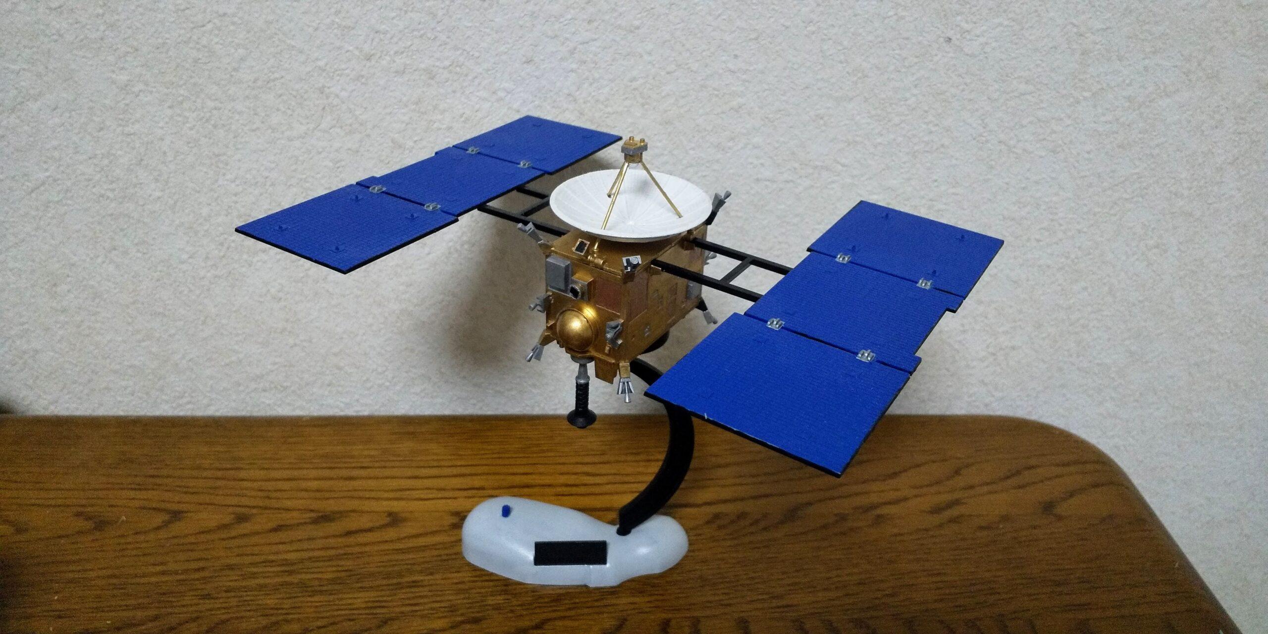 小惑星探査機はやぶさのプラモデル